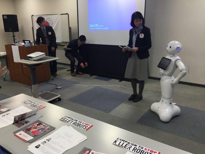 Pepper機器人加入反對殺手機器人的活動(圖/Campaign to stop Killer Robot)