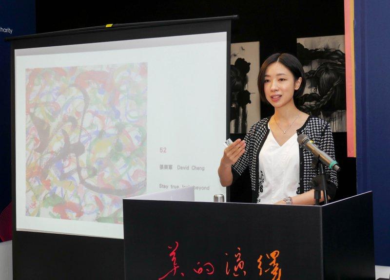 風傳媒董事長張果軍作品搶標熱烈,最後以2萬元高價拍出。(圖/方詠騰攝)