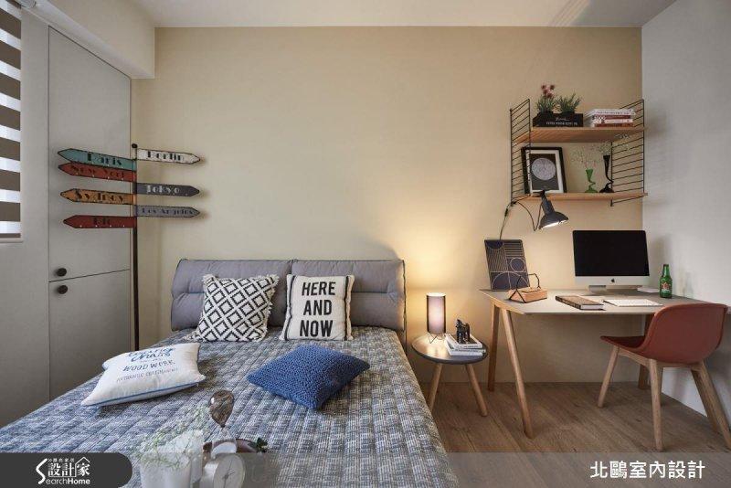 讓床頭靠牆,並擺上雙數枕頭或抱枕,讓你家備有安全感。(圖/設計家Searchome提供)