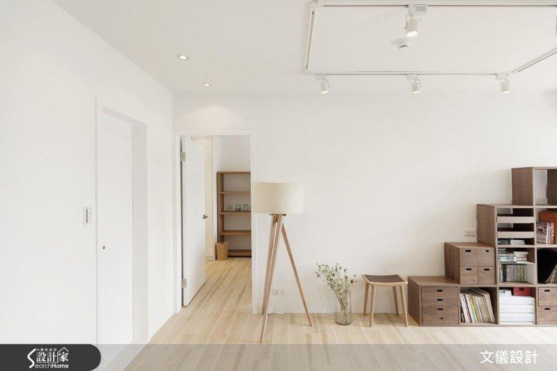 建議可以選擇易清潔的耐磨地板與可隨心組合的收納櫃,讓維持整潔成為一件簡單的事。(圖/設計家Searchome提供)