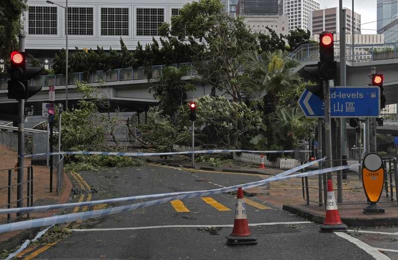 天鴿颱風襲港澳。圖為香港。(美聯社)