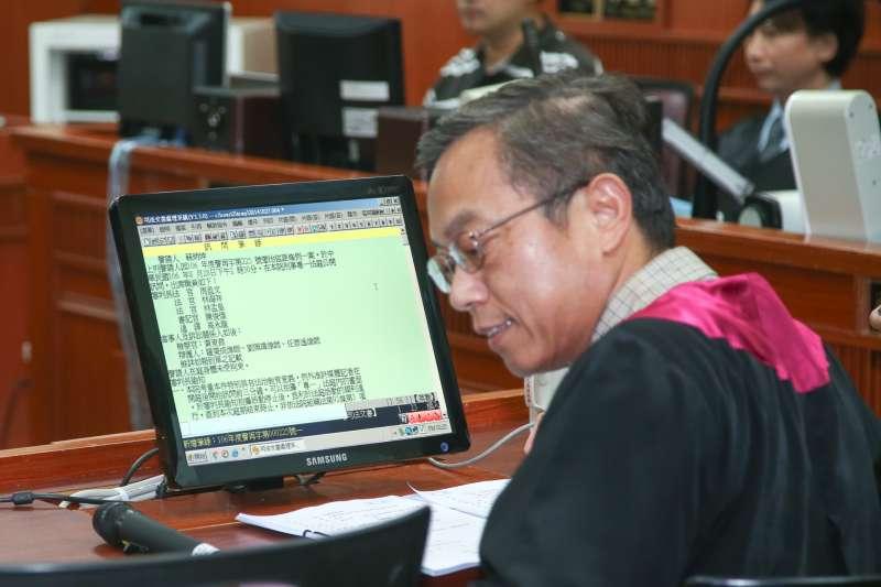 檢察官黃東焄出席被控涉搶獲特赦的蘇炳坤提起再審,台灣高等法院第二度開庭。(陳明仁攝)