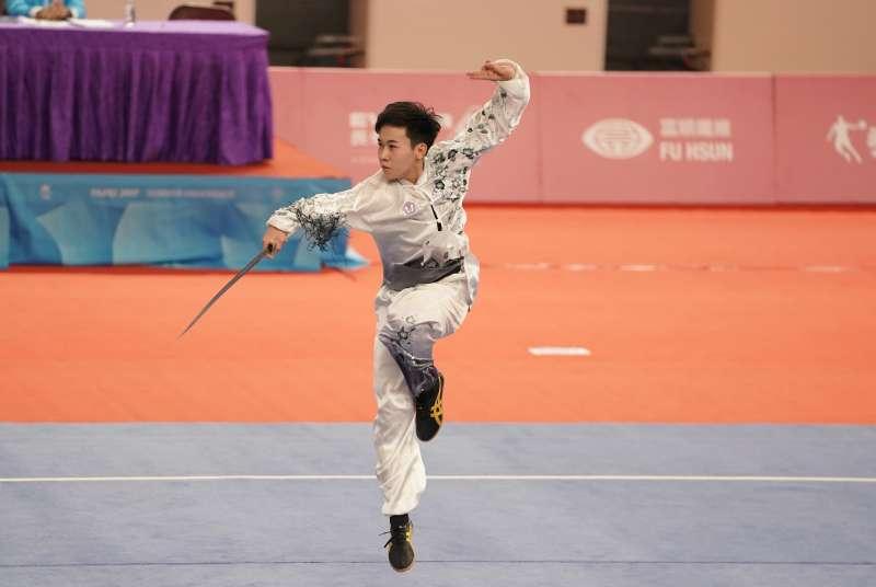 陳宥崴在第一回合太極劍項目暫居第三,最後在太極拳項目拿下9.45分,以總分19.01分奪銀。(取自大專體總)