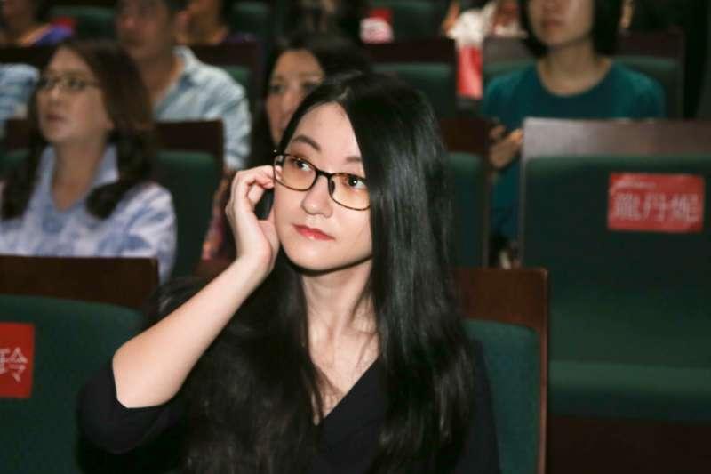 瓊瑤孫女陳可嘉出席瓊瑤新書「雪花飄落之前」座談會探討如何面對「死亡」。(陳明仁攝)