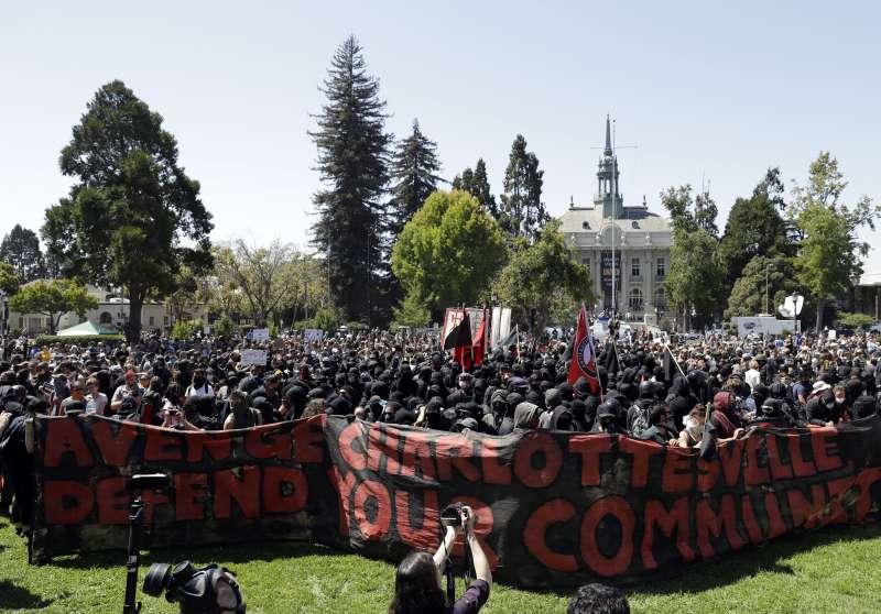 民權運動領袖馬丁路德金恩發表《我有一個夢》演說45周年紀念,民眾舉行言論自由遊行。(美聯社)