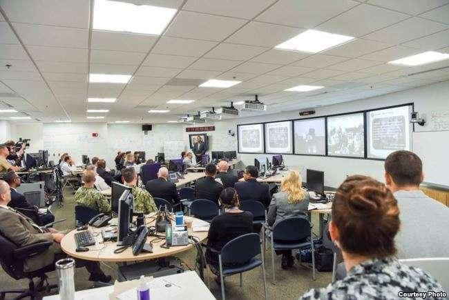 """美國國防情報局華盛頓總部8月2日宣佈""""業界日""""人工智慧與機器學習報告會開始。(美國之音)"""