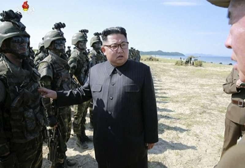 北韓29日發射飛彈,越過日本北海道上空。(美聯社)