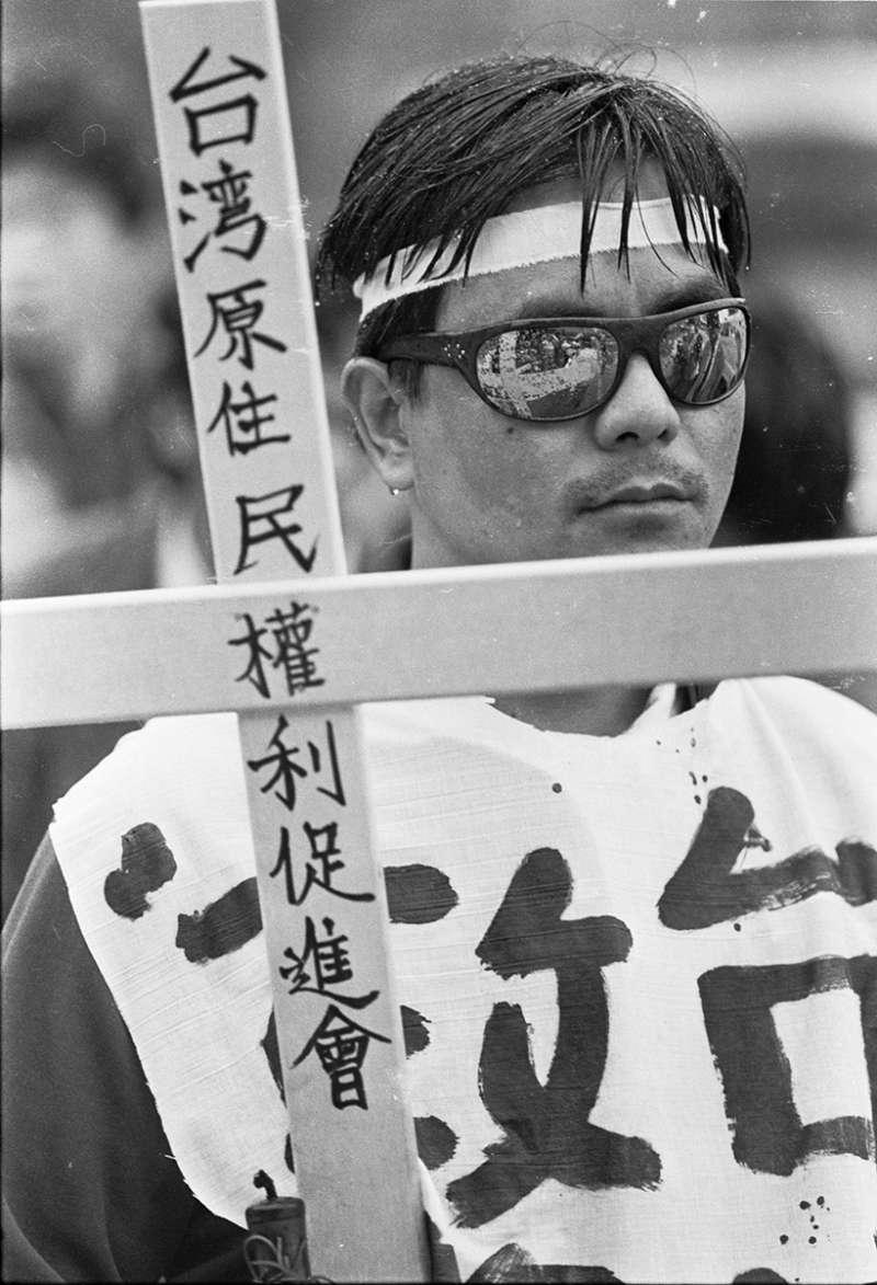 黃子明〈東埔挖墳事件〉,1987。(圖/非池中藝術提供)