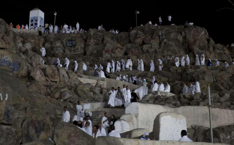 2017年8月30日,伊斯蘭教朝覲在麥加登場,朝覲者在麥加附近山頭過夜。(美聯社)