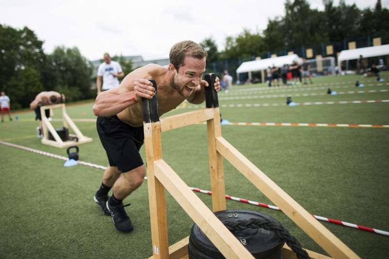 第4屆「混合健身」(CrossFit)「羅斯托克之戰」的參賽者(AP)