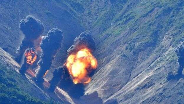 美韓聯合軍演模擬轟炸地面目標。(BBC中文網)