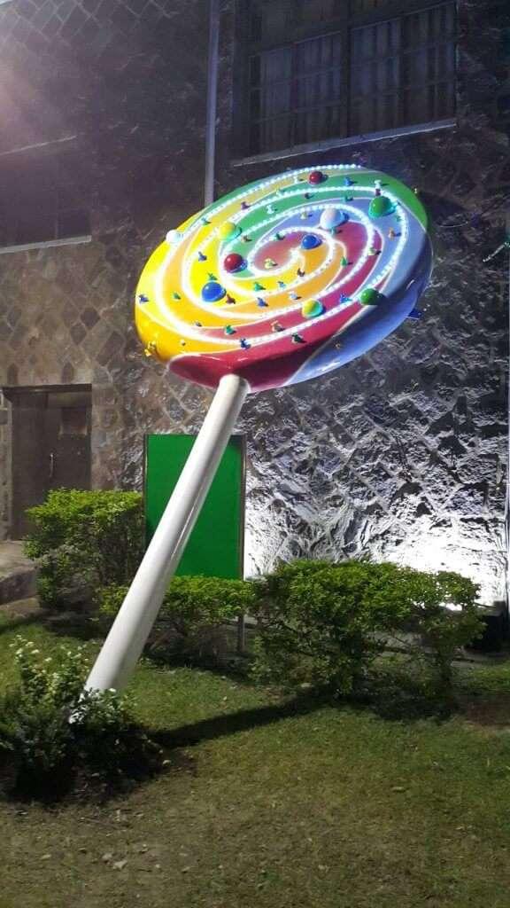 《河的甜滋味》系列作品,色彩繽紛的大型棒棒糖。(圖/城市美學新態度提供)