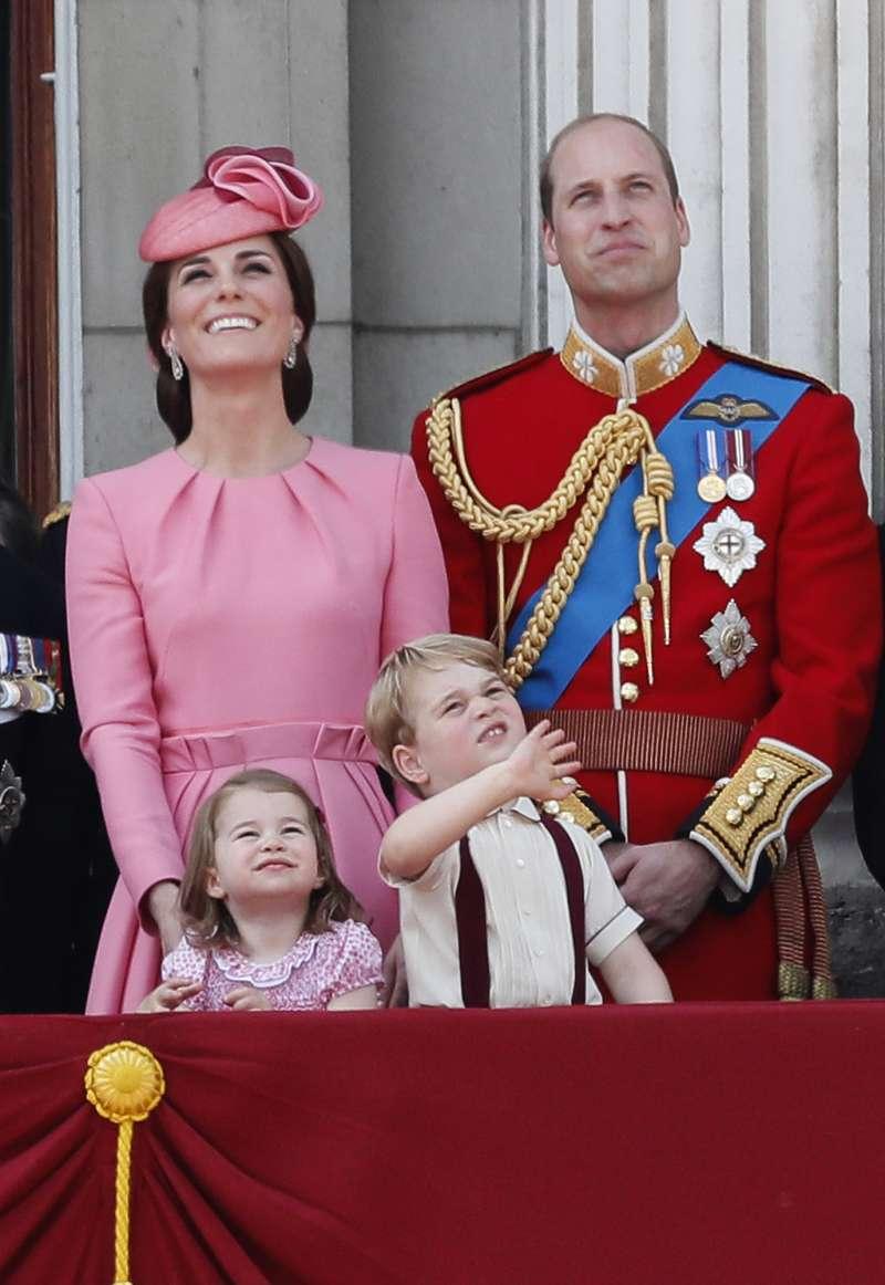 劍橋公爵威廉王子、劍橋公爵夫人凱特、夏綠蒂公主、喬治王子一家人(AP)