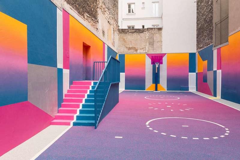 兼顧視覺美學與功能的球場設計。(圖/取自Dezeen,瘋設計提供)