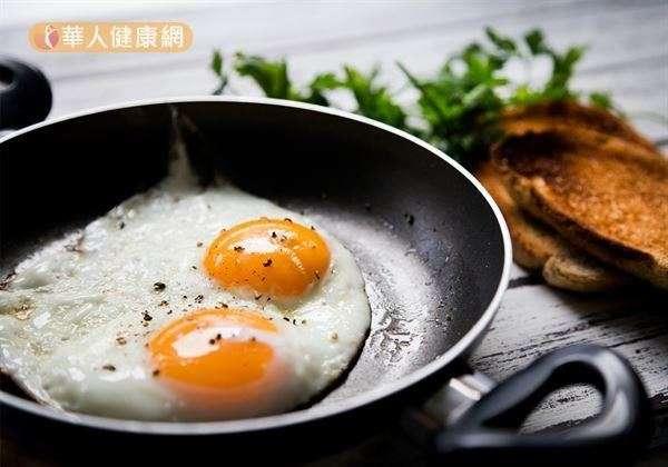 根據一份韓國最新研究指出,女性一周吃7個以上雞蛋,可以顯著降低代謝症候群(達約23%)。(圖/華人健康網提供)