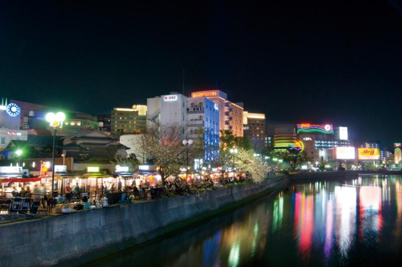 全日本的路邊攤聚集地--「中洲屋台」。(圖/ showcase,FunTime提供)