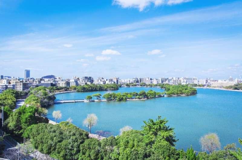 大濠公園是福岡人最愛散步的城市綠洲。(圖/yokanavi.com,FunTime提供)
