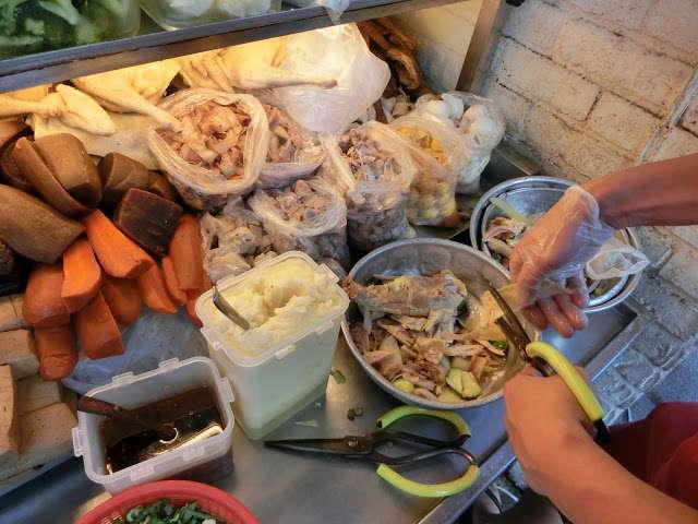 若說公館的代表食物是青蛙撞奶,那師大絕對是鹽水雞,一條街上少說也有個五家。(圖/Coral Hou,KKday提供)