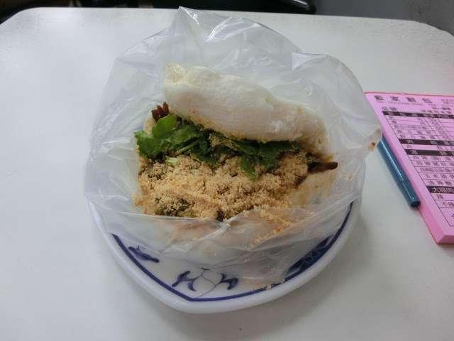 公館是美食重鎮地,除了有青蛙撞奶,更有藍鼎割包。(圖/Coral Hou,KKday提供)