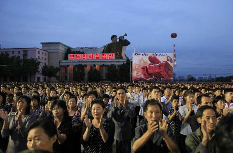 北韓人民慶祝氫彈試爆成功。(美聯社)