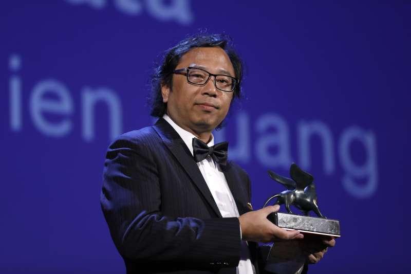 第74屆威尼斯影展今年首度開設VR(虛擬實境)電影競賽單元,台灣新媒體藝術家黃心健的作品《沙中的房間》拿下最佳VR體驗獎(AP)