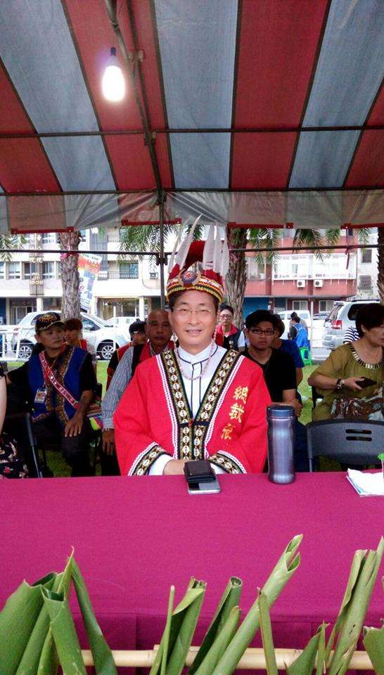中華統一促進黨9日在花蓮舉辦「孔子紀元2568年族群融合豐年節」,由張安樂主持。(取自Kolas Yotaka臉書)