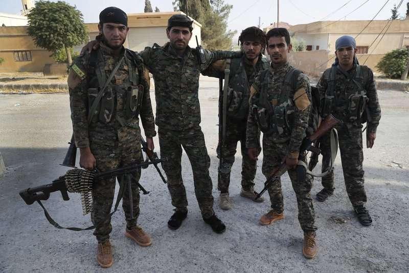 庫德人與阿拉伯人並肩作戰對抗伊斯蘭國IS,往後的日子該怎麼辦還是難題。(美聯社)