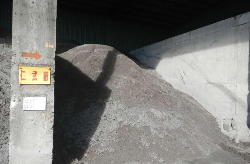 高市焚化底渣經再利用處理後的焚化再生粒料,可作為工程粒料之替代材料。(圖/ 高雄市環保局提供)