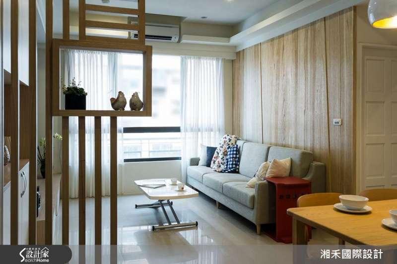 玄關設計採用造型木格柵,既可以區隔出玄關位置,也不會讓空間感覺變小了。(圖/設計家Searchome提供)
