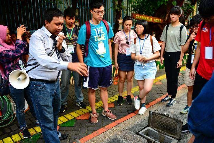 台科大學生和印尼學生互助合作,前往印尼泗水的社區建造污水及飲用水處理系統,協助改善當地用水。 (台科大提供)