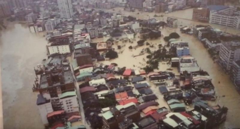 2001年納莉颱風。(圖翻攝自Youtube)