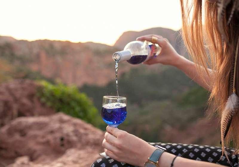 西班牙新創公司「Gïk」研發的純天然藍色葡萄酒 (取自Gïk臉書專頁)