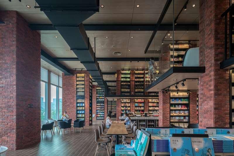 休閒閱讀區上方設有空中廊道。(圖/瘋設計提供)