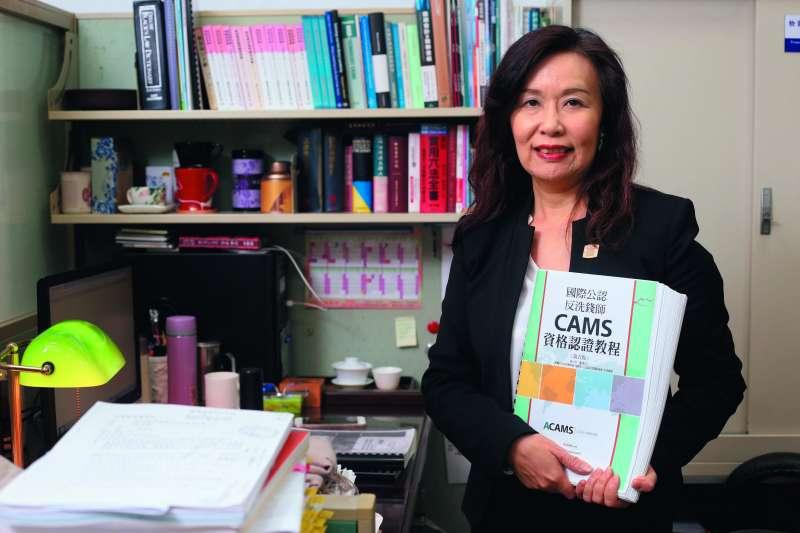 慶啟人是台灣唯一取得ACAMS國際公認反洗錢師資格的檢察官。(郭晉瑋攝)