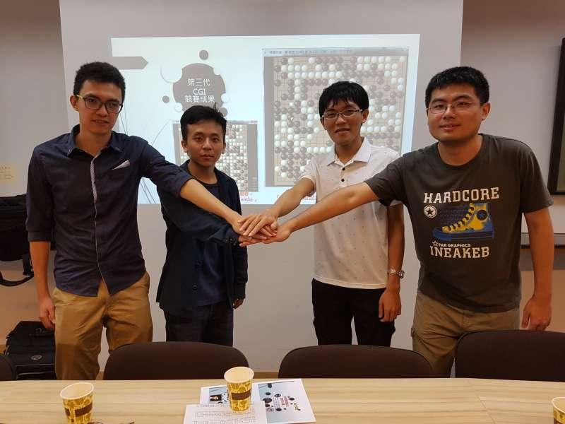 交大CGI團隊成員賴東億、吳宏君、吳廸融及陳冠文(左至右),基於對研究的興趣與熱情,投入開發圍棋程式。(圖/方詠騰攝)