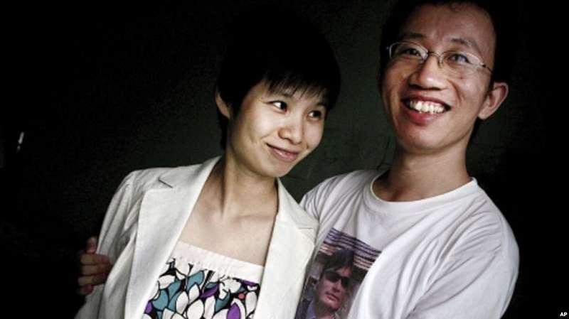 胡佳和妻子金燕。(美國之音資料照)