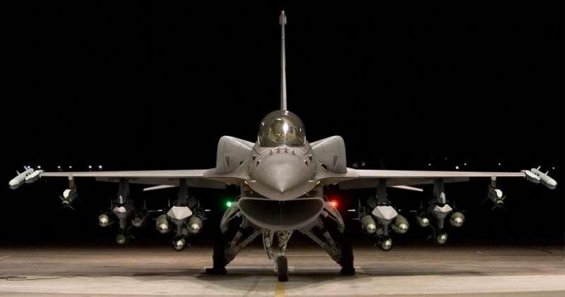 F-16A/B型性能提升後的首批4架F-16V將於年底出廠順利交機,並於明年在台完成試飛後交付空軍。(取自Lockheed Martin)