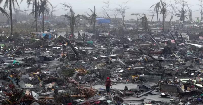 菲律賓一場颱風過後,帶來的是400萬氣候難民。(圖/擷取自Youtube)