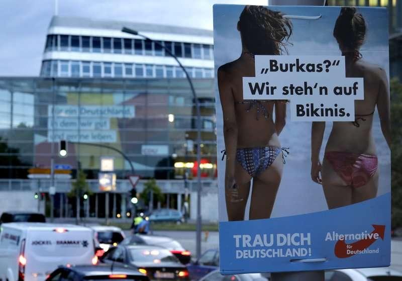 今年9月7日,德國另類選擇黨的競選文宣掛在首都柏林街頭(AP)