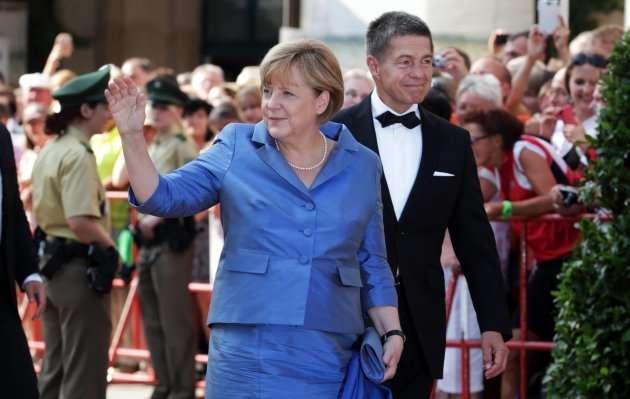 梅克爾與她的丈夫紹爾。(美聯社)