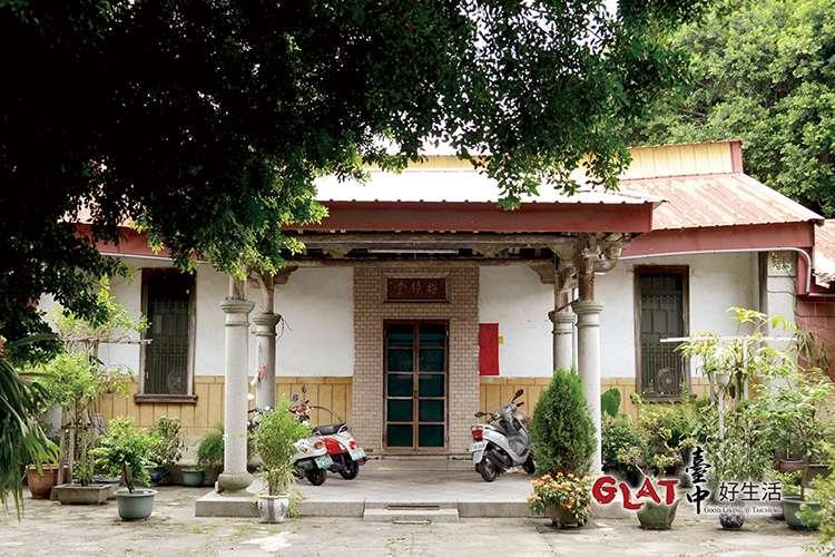 興建於日治時期的合院建築梅鏡堂,是東勢子最精采的老宅之一。(圖/台中好生活提供)