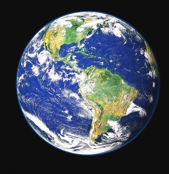 高爾在《不願面對的真相》紀錄片中不斷提及地球之美,甚至將地球圖片懸掛在辦公室內。這顆宇宙中最美的「藍色彈珠」,如今亟盼所有居民一起守護。(圖/Pixabay)