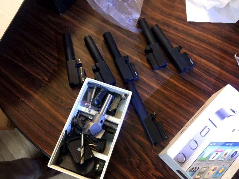 警方起獲賣毒鴛鴦擁有的改造槍枝。(圖/基隆市警局提供)