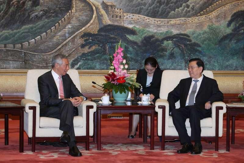 2017年9月,中共十九大前夕,新加坡總理李顯龍訪問北京,會晤中共政治局常委張德江(李顯龍臉書)