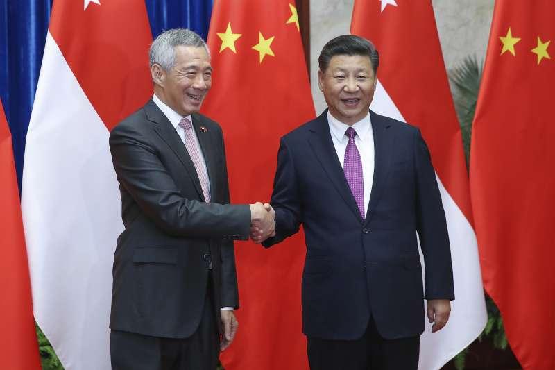 新加坡總理李顯龍與中國國家主席習近平。(美聯社)