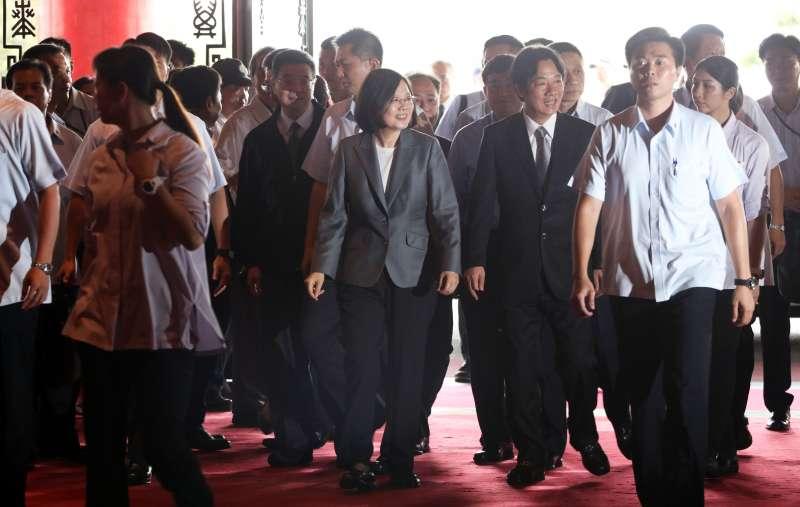 2017-09-24-民進黨全代會,蔡英文、賴清德入場。(蘇仲泓攝)