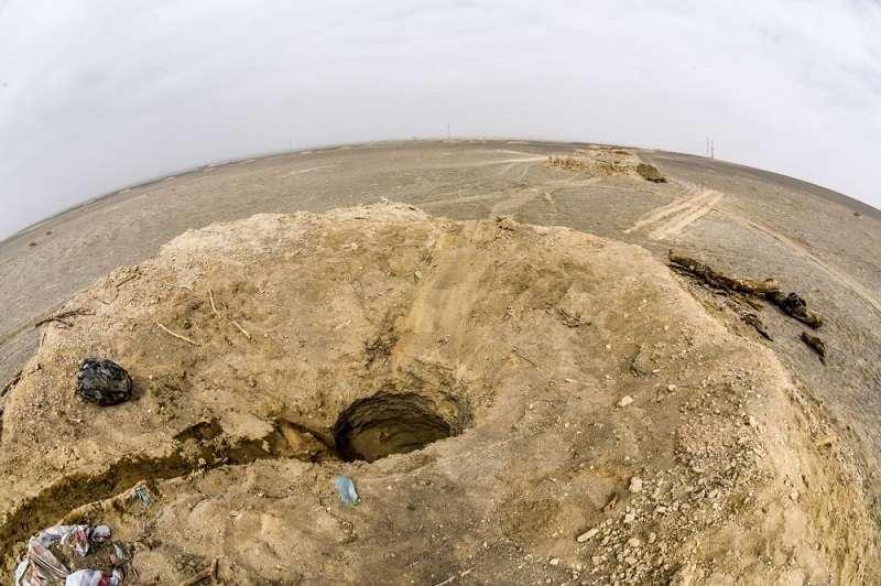 戈壁上「米墩」坎兒井的一部分景觀。(新華社)