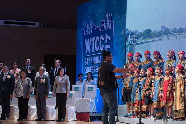 20170925-蔡英文出席「世界台灣商會聯合總會第23屆年會」,看好台灣經濟發展。(總統府提供)