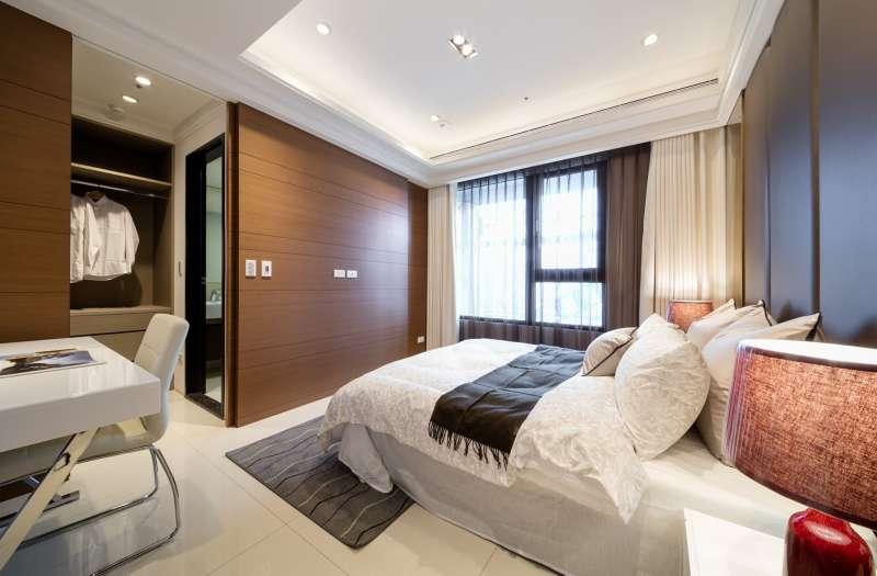 寬敞舒適的主臥房,讓主人可以好好休息放鬆。(圖/長虹陶都提供)