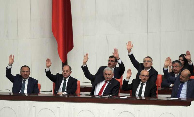伊拉克庫德族獨立公投,土耳其國會23日決議通過,若「國家安全受威脅」,可出兵干預伊拉克。(美聯社)